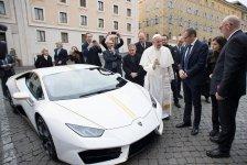 Lamboghini regala al Papa Francisco un Huracán