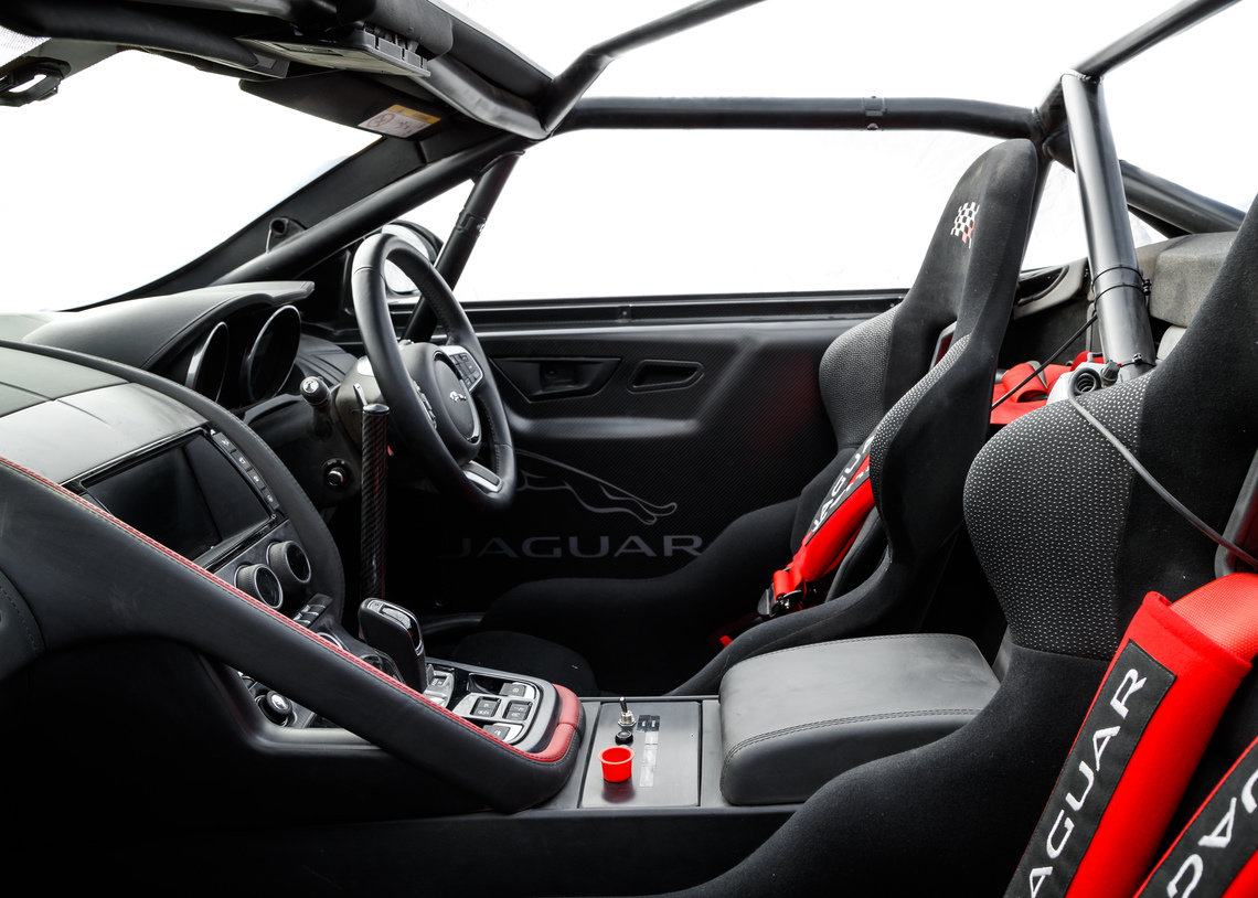 Jaguar F-Type de Rally interior