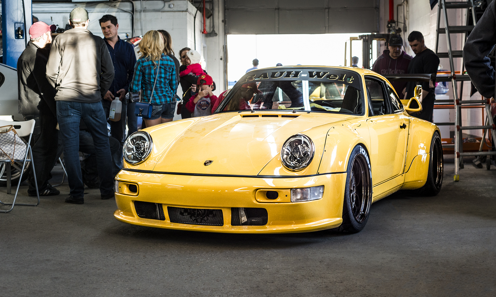 Porsche 911 964 RWB Speed Yellow