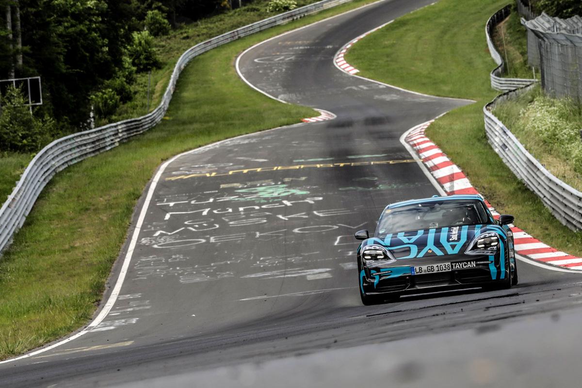 Porsche Taycan en el circuito de Nürburgring