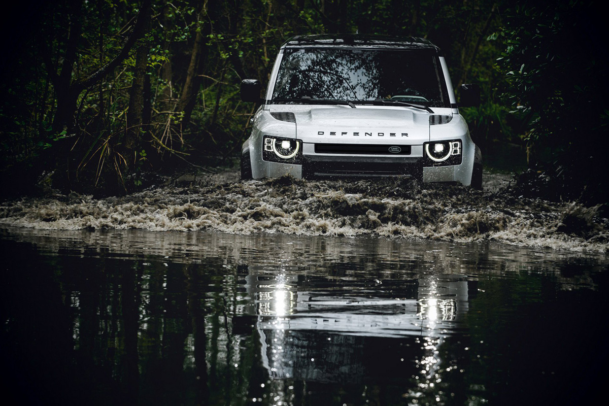 Land Rover Defender 4x4 vs AWD