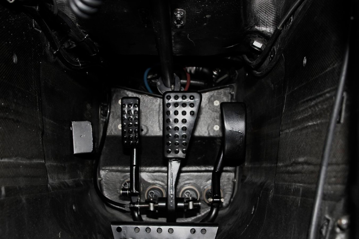 Los-tres-pedales-de-Mclaren-Formula-1-