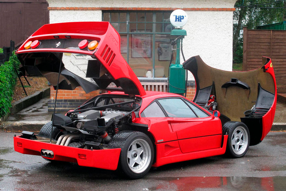 Ferrari-F40-Motor