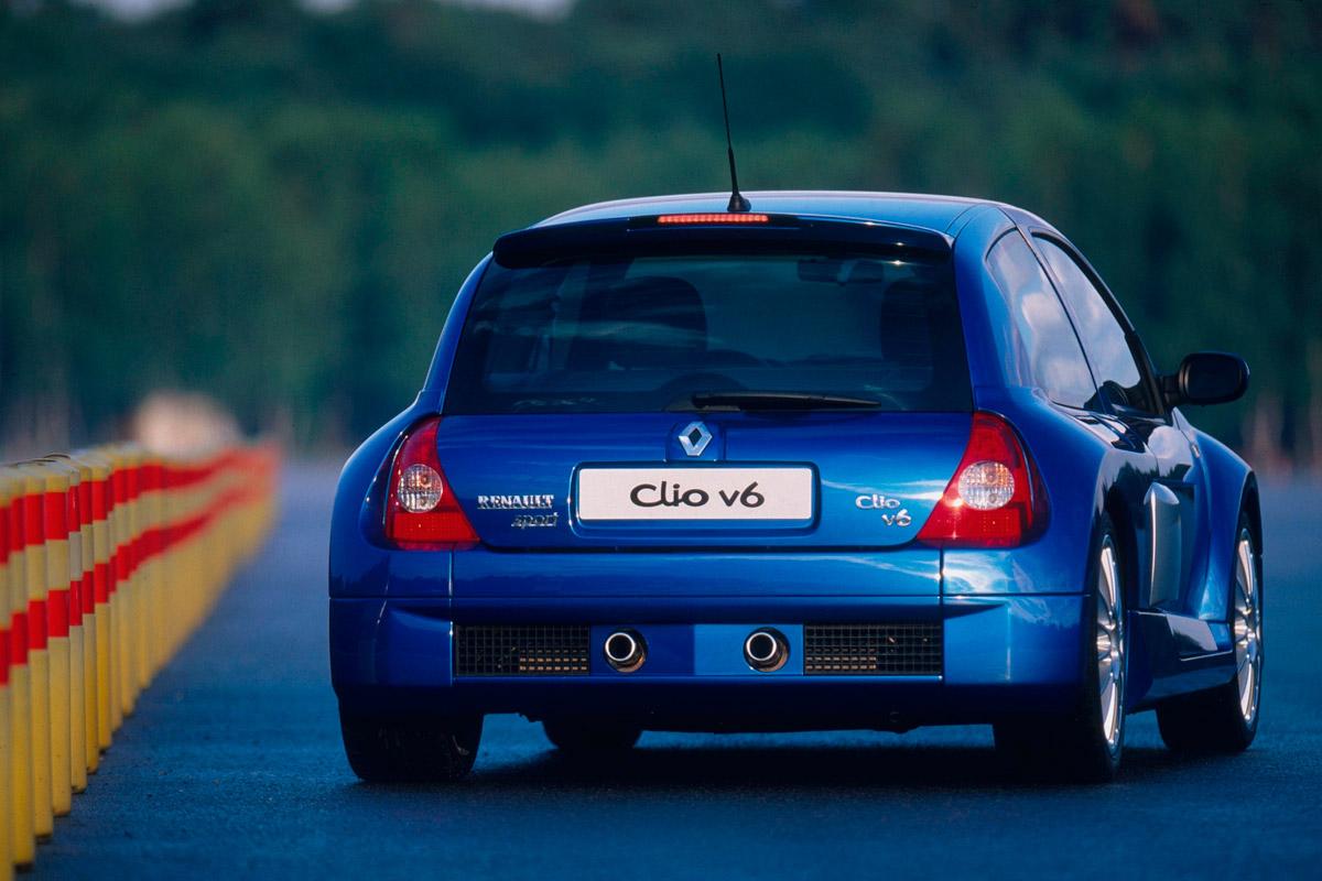 Renault-Clio-V6-Phase-2-Trasera